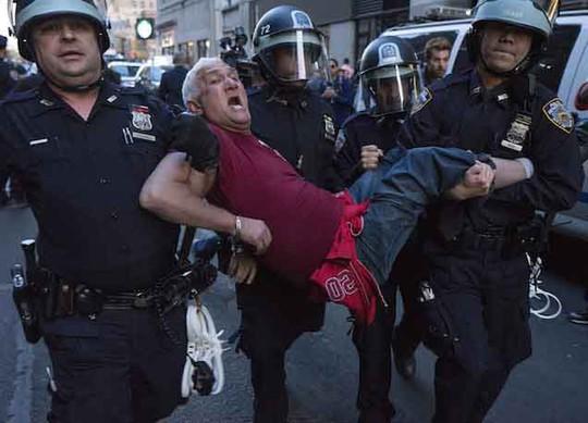 Hơn 100 người biểu tình bị bắt giữ tại TP New York  Ảnh: Gawker