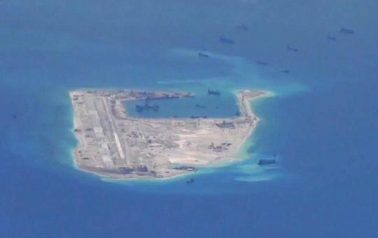 Hoạt động cải tạo trái phép của Trung Quốc tại bãi đá Chữ Thập thuộc quần đảo Trường Sa của Việt Nam được máy bay giám sát P-8A Poseidon của Mỹ ghi nhận gần đây Ảnh: REUTERS