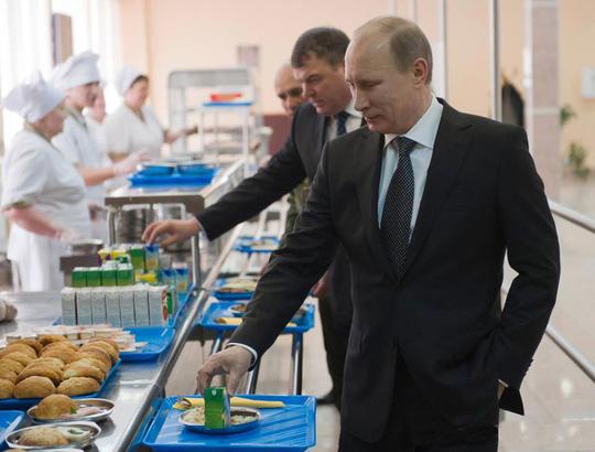 Tổng thống Vladimir Putin ra sức giảm phụ thuộc vào các thương hiệu nhập khẩu Ảnh: RIA NOVOSTI