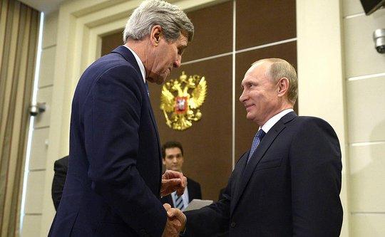 Tổng thống Nga Vladimir Putin tiếp Ngoại trưởng Mỹ John Kerry ở Sochi hôm 12-5 Ảnh: KREMLIN.RU