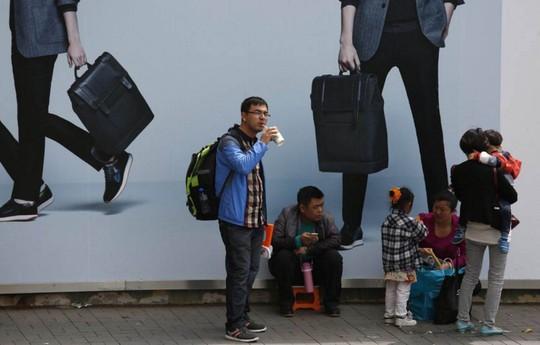 Du khách Trung Quốc ở Hồng Kông Ảnh: Reuters
