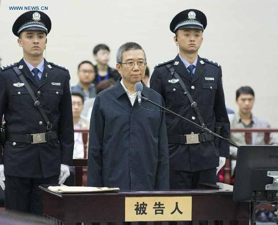 Cựu Phó Bí thư Tỉnh ủy Tứ Xuyên Lý Xuân Thành hầu tòa hôm 23-4 Ảnh: TÂN HOA XÃ