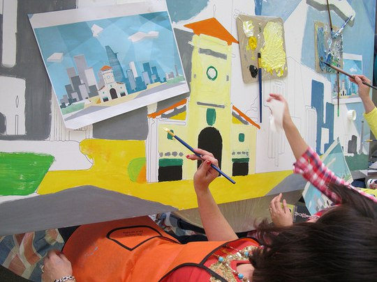 Chợ Bến Thành tại TPHCM được chọn vẽ trong một tác phẩm sơn dầu
