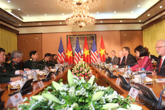 Cận cảnh Bộ trưởng Phùng Quang Thanh đón Bộ trưởng Quốc phòng Mỹ