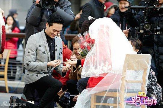 Trí Lâm cầu hôn vợ sau 14 năm cưới nhau
