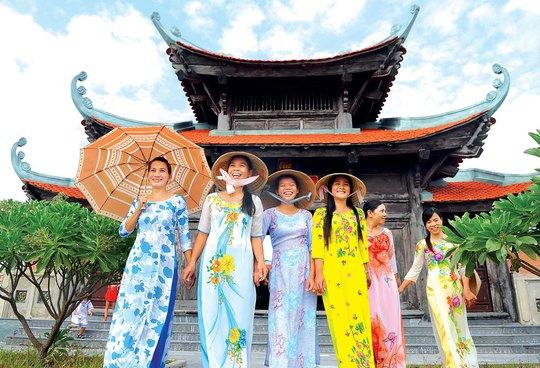 Nô nức đi chùa dịp Xuân trên đảo Song Tử Tây