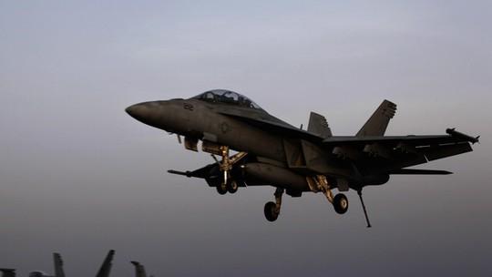 Chiếc máy bay thực hiện cuộc không kích vào các mục tiêu IS. Ảnh: AP