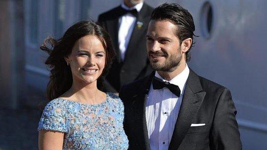 Sofia Hellqvist và Hoàng tử Carl Philip hôm 12-6. Ảnh: EPA