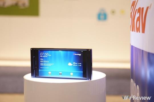 BKAV thể hiện một chiến dịch truyền thông cực kỳ chuyên nghiệp với chiếc smartphone bí ẩn của mình. Sản phẩm này được cho là ra mắt váo cuối tháng 3. Ảnh: Vnreview.
