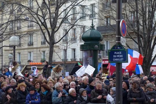 3,7 triệu người tham gia diễu hành hôm 11-1 ở Paris. Ảnh: Twitter