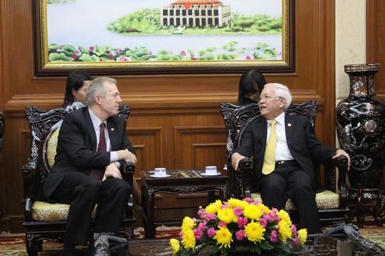 Chủ tịch UBND TP HCM Lê Hoàng Quân (phải) tiếp Đại sứ Mỹ Theodore G. Osius
