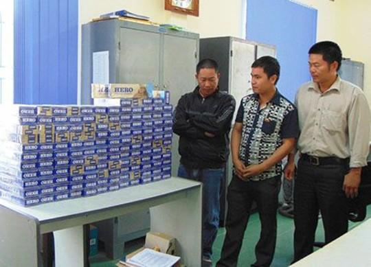 Và hàng gần 1400 bao thuốc lá lậu bị CSGT Thanh Hóa bắt giữ. Ảnh CA Thanh Hóa
