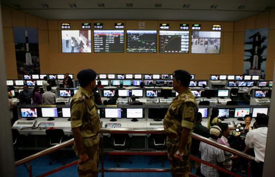 Ấn Độ triển khai công tác an ninh cả trên không lẫn mặt đất để không xảy ra sai sót. Ảnh: India Times