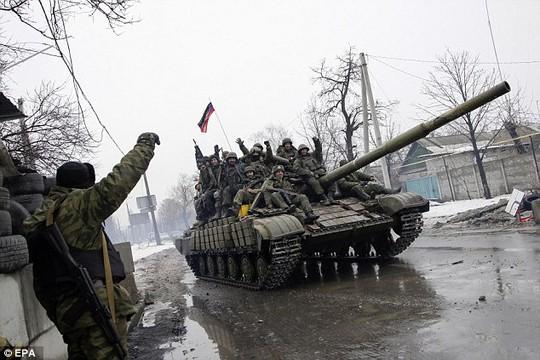 Nga bị cáo buộc hỗ trợ phe ly khai và tham chiến trực tiếp tại miền Đông Ukraine. Ảnh: EPA