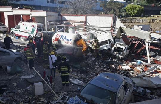 Bệnh viện tan hoang sau vụ nổ. Ảnh: AP