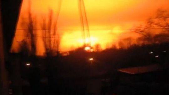Ngôi làng được cho là bị tấn công bằng tên lửa đạn đạo Tochka-U hoặc hệ thống rốc-két tầm ngắn The 9K52 Luna-M. Ảnh: Russia Today