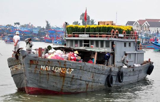 Những chuyến tàu chở hoa Tết về với đảo Lý Sơn