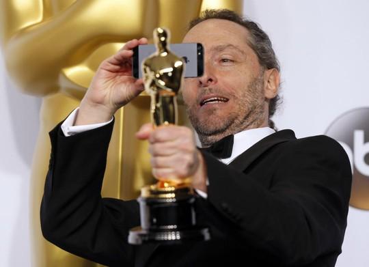 Emmanuel Lubezki chụp lại tượng vàng Oscar