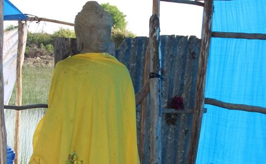 """Tượng Phật được tìm thấy giữa """"Cánh đồng chó ngáp"""""""