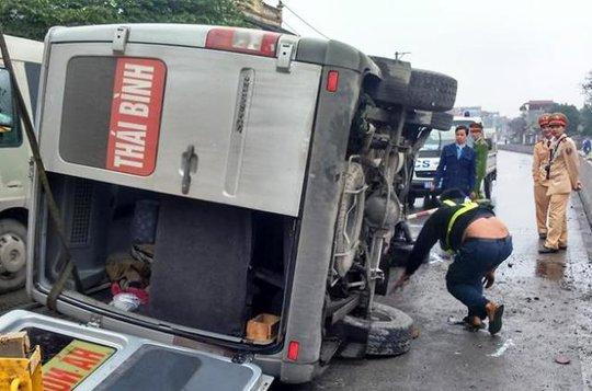 Rất may gần 20 hành khách trên xe không có ai bị thương nặng
