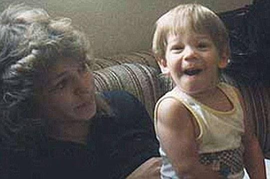 Bà Debra và con trai Christopher Milke lúc cậu bé còn sống. Ảnh: Daily Mail