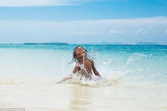 Chùm ảnh đẹp: Những em bé của biển
