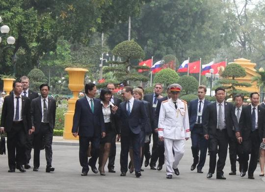Hai Thủ tướng trò chuyện thân tình