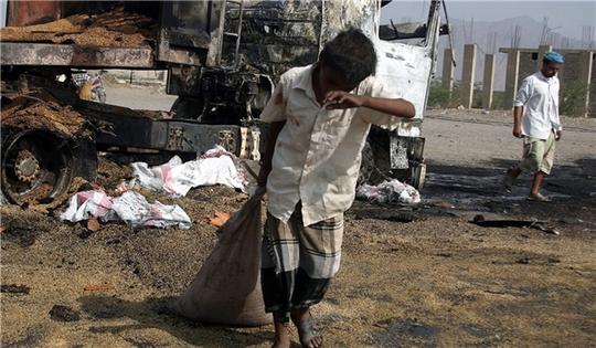 Chiến dịch không kích của Ả Rập Saudi đẩy hàng chục ngàn người dân Yemen lâm vào cảnh không nhà cửa và phải đi trú ẩn. Ảnh: Fars News