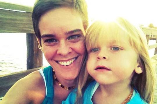 Lacey Spears và con trai Garnett 5 tuổi lúc cậu bé còn sống. Ảnh: Facebook