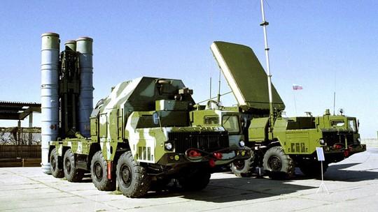 Hệ thống tên lửa phòng thủ S-300 của Nga. Ảnh: AP