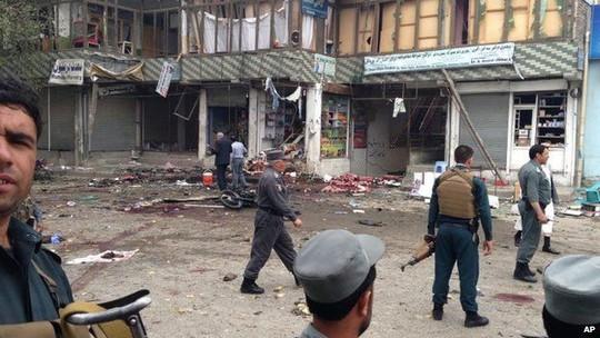 Đây là cuộc tấn công lớn và đẫm máu nhất tại Jalalabad trong nhiều tháng trở lại đây, khiến 133 người chết và bị thương. Ảnh: AP
