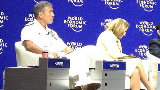 Đô đốc Harry Harris (trai phát biểu tại diễn đàn WEFEA ở Jakarta - Indonesia hôm 21-4. Ảnh: Straits Times