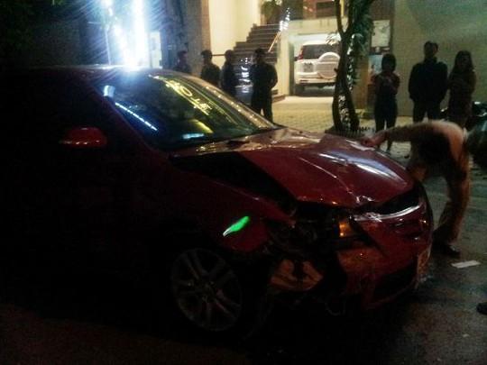 Chiếc xe ô tô bị rụng đầu