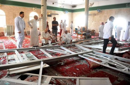 Vụ đánh bom tự sát ở thánh đường Imam Ali, thuộc ngôi làng al-Qadeeh, tỉnh Gatif hôm 22-5. Ảnh: Reuters