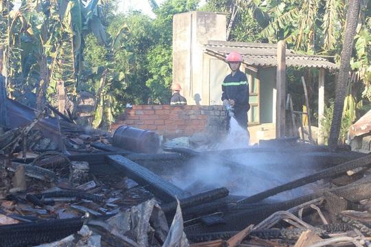 Do khoảng cách quá xa, khi lực lượng chữa cháy đến nơi và dập được lửa thì cả 2 ngôi nhà đã thị thiêu rụi