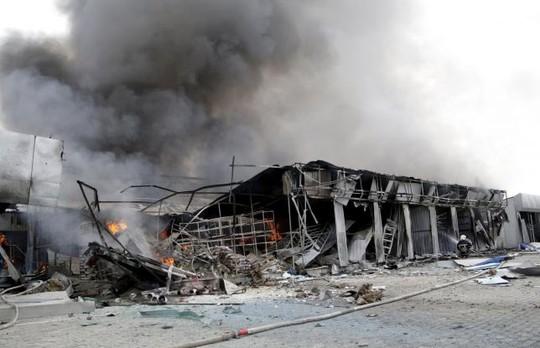 Hàng loạt ngôi nhà bị phá hủy bởi các loại vũ khí hạng nặng. Ảnh: Reuters