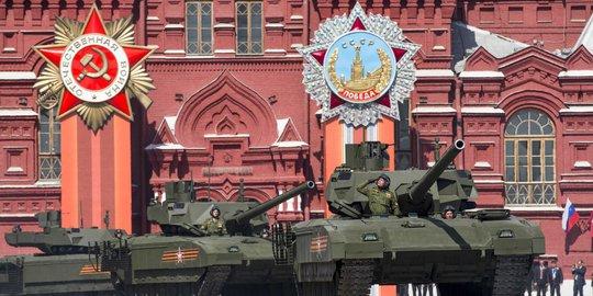 T-14 Armata của Nga trong lễ diễu hành Ngày chiến thắng phát xít 9-5. Ảnh: Reuters