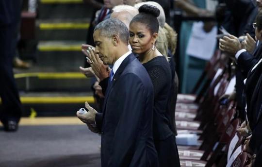 Nhà lãnh đạo Mỹ tới cùng phu nhân Michelle Obama. Ảnh: Reuters