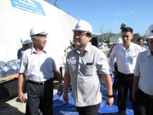 Phó Thủ tướng Hoàng Trung Hải thị sát hầm đường bộ qua đèo Cả