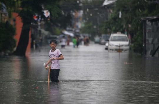 Bão Chan-hom trước đó càn quét đảo Luzon - Philippines khiến 5 người thiệt mạng, bao gồm 3 trẻ em. Ảnh: AP