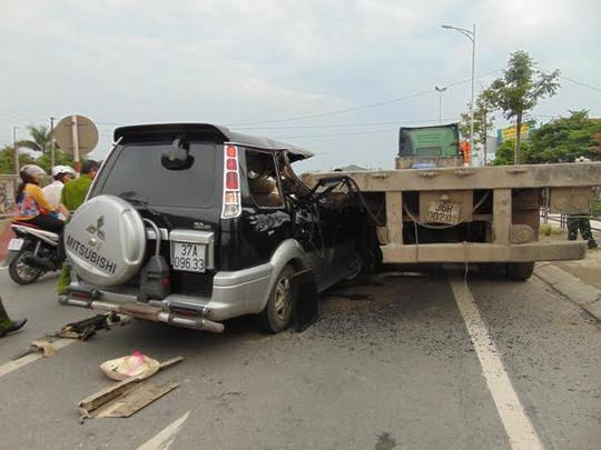 Hiện trường vụ tai nạn giao thông đặc biệt nghiêm trọng khiến 3 người chết tại chỗ