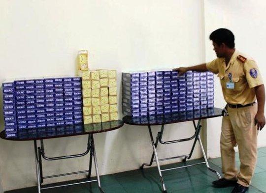 Hàng ngàn bao thuốc lá lậu được lực lượng CSGT bắt giữ