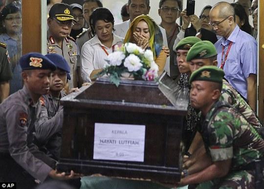 Đám tang bà Hayati Lutfiah Hami chiều 1-1. Ảnh: AP