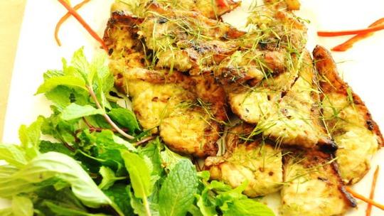 Lườn cá ngừ nướng ớt xiêm xanh