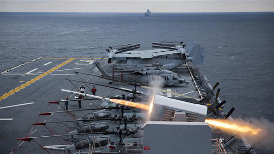 USS Kearsarge, the third Wasp-class amphibious assault ship of the United States Navy, conducts a fire exercise. (File Photo)
