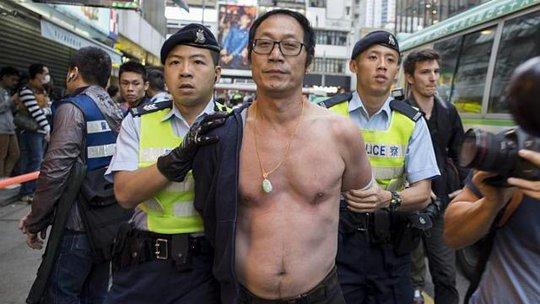 Trong số 33 người bị bắt có 31 người đàn ông. Ảnh: EPA