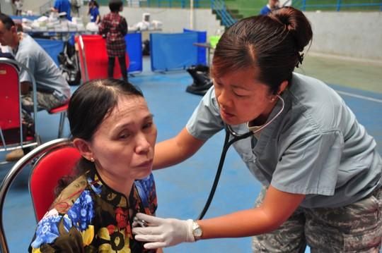 Người dân Quảng Ngãi được khám chữa bệnh miễn phí sáng 24-3