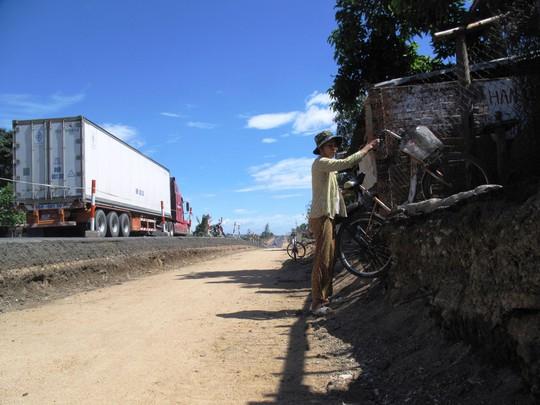Việc thi công Quốc lộ 1 chậm chạp của các nhà thầu khiến giao thông và đời sống của người dân ở tỉnh Phú Yên gặp nhiều khó khăn