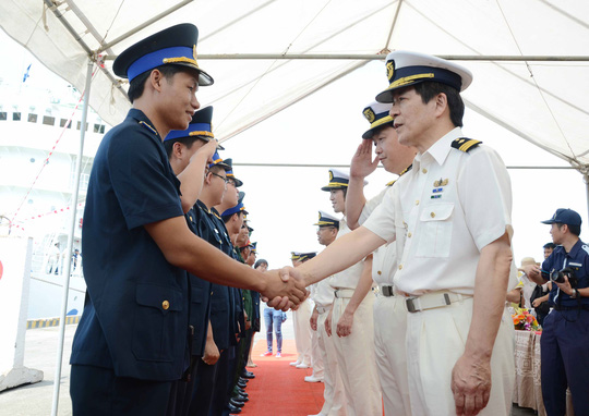 Lực lượng Cảnh sát biển hai nước tại lễ đón tàu JCGS Yashima ở cảng Tiên Sa