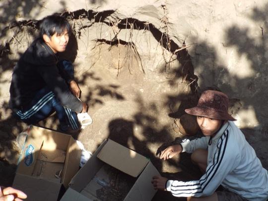 Hố đất của gia đình ông Xê, nơi phát hiện hài cốt chôn tập thể